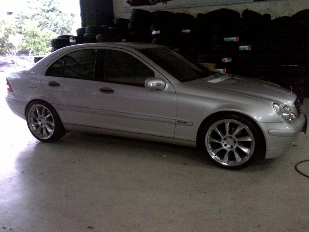 MercedesBenz C200 W203 CBU 2002 Brilliant Silver OEM Kondisi MERONA ky BARU!!