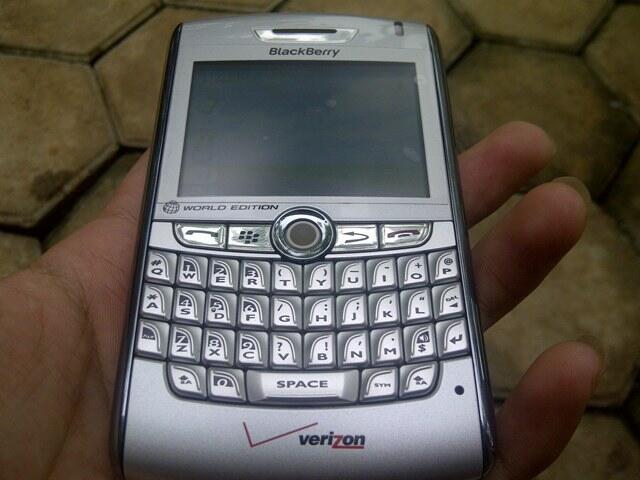 blackberry huron 8830 silver murah aja