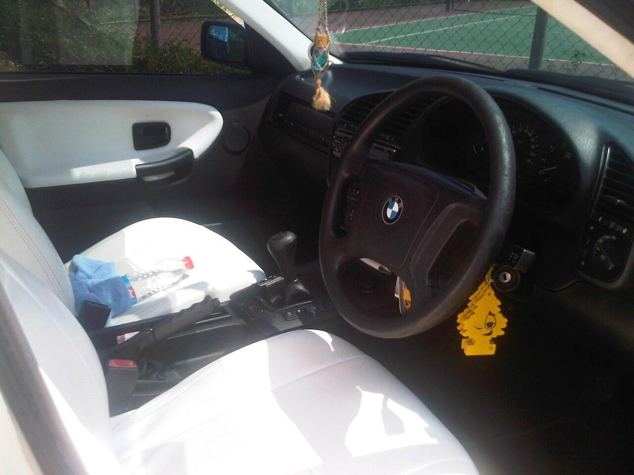 JUAL BMW 318 i