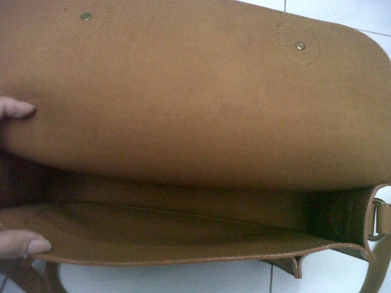 cambridge satchel texture