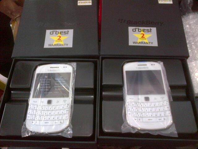 BLACKBERRY MONTANA 9930 GSM & CDMA OS7 touchscreen black & white BARU GARANSI 2 TAHUN