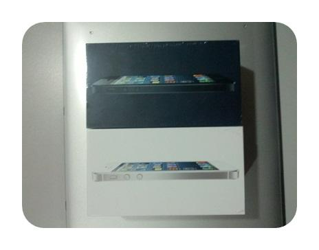 [SELL] WTS iPhone 5 ( iPhone5 ) - BNIB 16GB White and Black