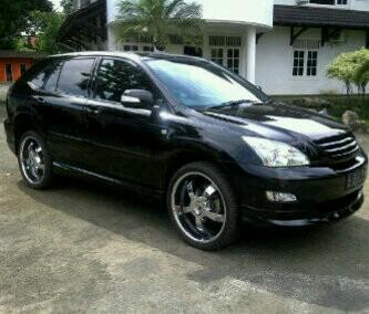 Toyota Harrier 2004.