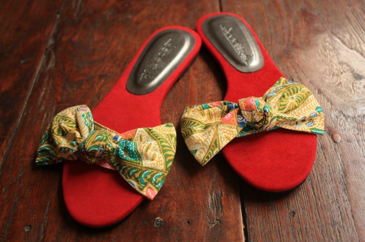EXCLUSIVE: Sendal Batik & Tenun buat cewek