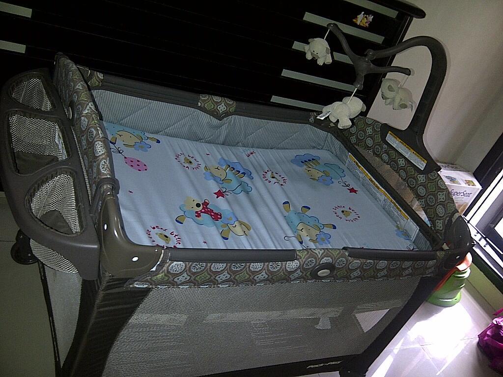 Jual barang eks baby : box graco, summer superseat, pigeon feeding set, etc