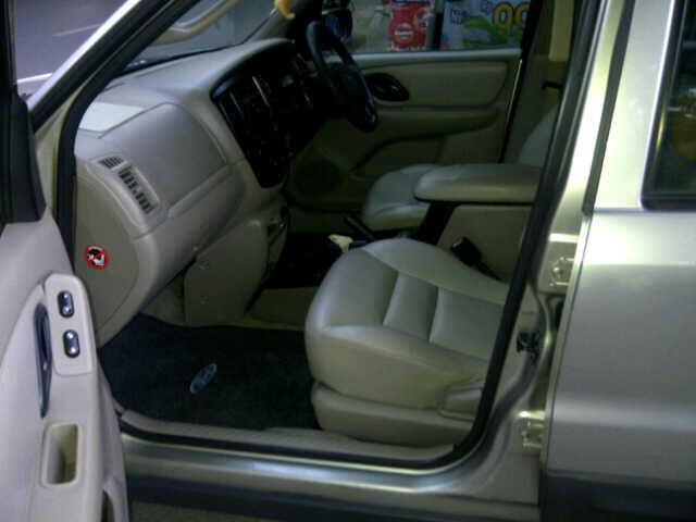Ford Escape 3,0CC XLT thn 2004 (otomotif)