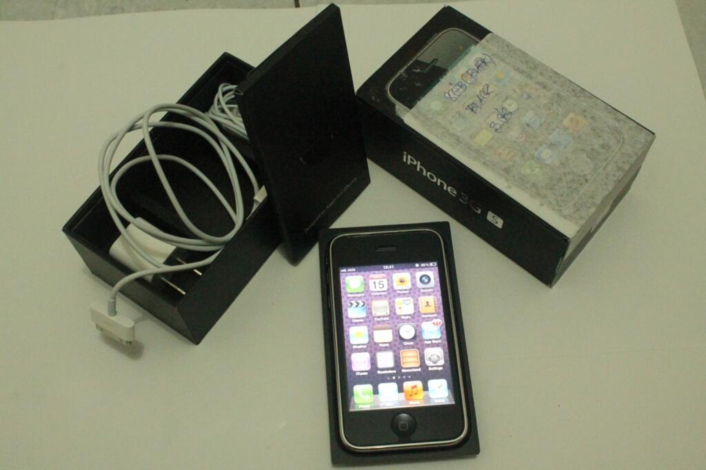 WTS Iphone 3GS   8GB / 16GB   Black / White   FU Factory Unlock Fullset [JOGJA]