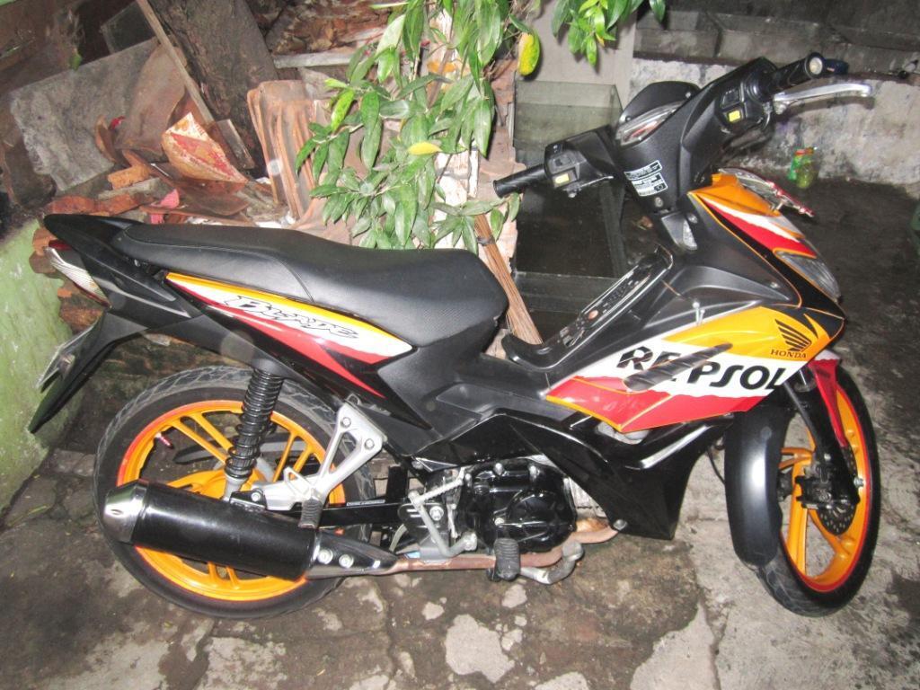Honda Blade Repsol 2011