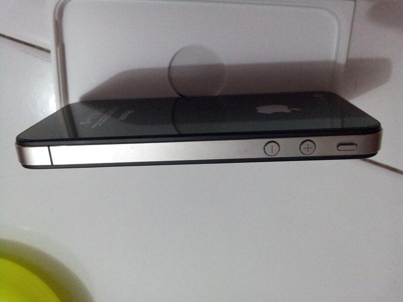 WTS Iphone 4 16gb FU surabaya