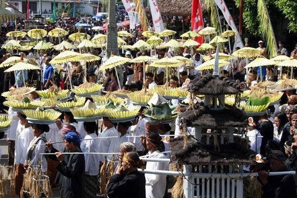 salah satu Budaya Indonesia (Seren Taun, Kuningan - Jabar