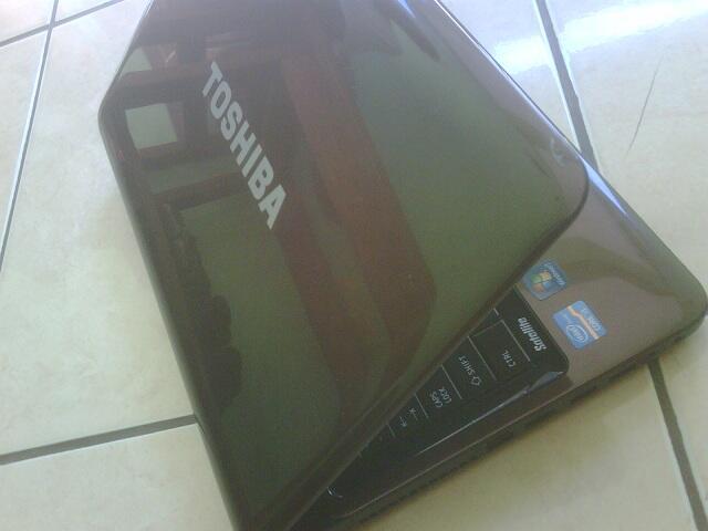 Toshiba L745 core i3, ram 2GB, hdd 640GB, PES lancar jaya...only 3jt an (semarang)