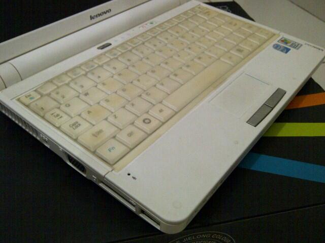 "NETBOOK LENOVO 10"" S10 WHITE...98% MULUSS...WINDOWS XP ORIGINAL..."