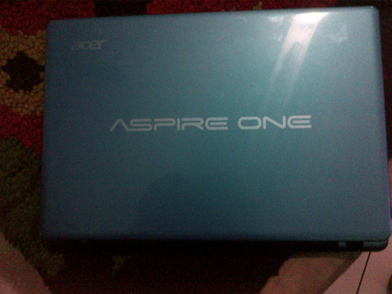 DI JUAL NETBOOK ACER ASPIRE ONE AMD 725 Graphic Baru dipakai 1 minggu, Mulus bgt!
