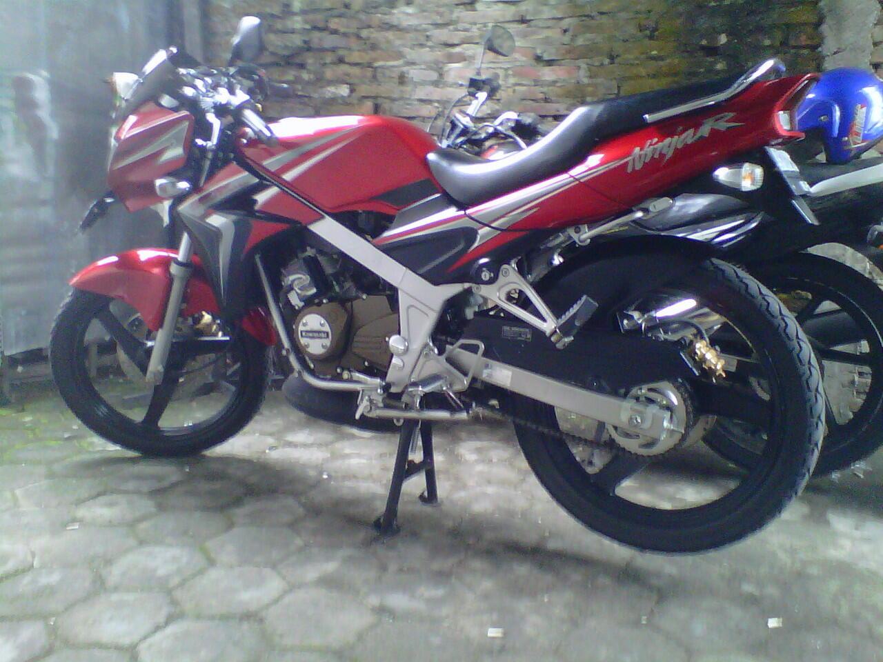 kawasaki ninja r 2010 merah