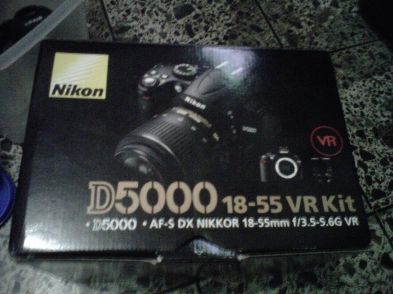 DIJUAL DSLR NIKON D5000 LIKE NEW S.C DIKIT