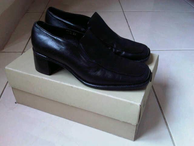 Terjual Sepatu Pantofel Hush Puppies Original (Woman)  0fce5bb4fc