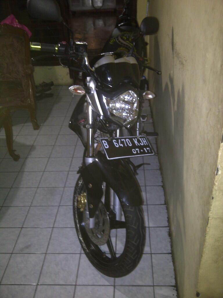 Jual Yamaha Vixion Hitam 2010 Mulus dan Muraah !!