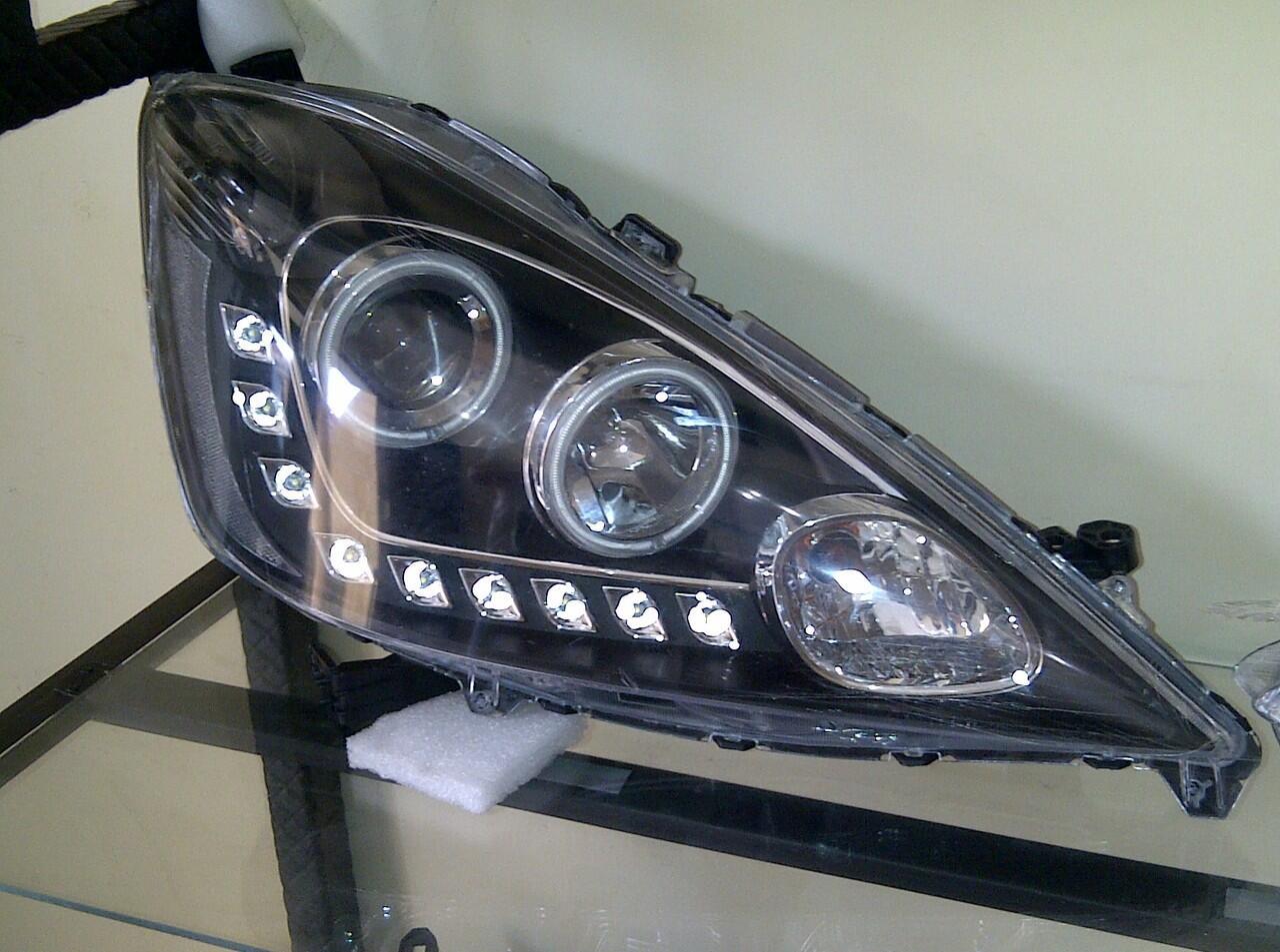 Terjual Lampu Depan Projector Dan Lampu Belakang Led Mobil