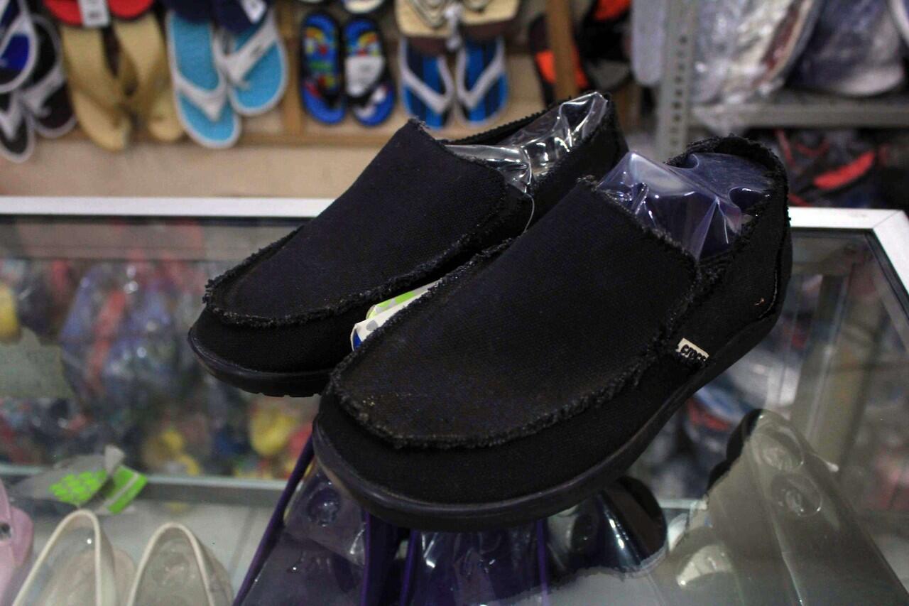 Terjual JUAL SEPATU CROCS KW SUPER HARGA TERMURAH. 12 Jual Sepatu Crocs Tideline Canvas ...