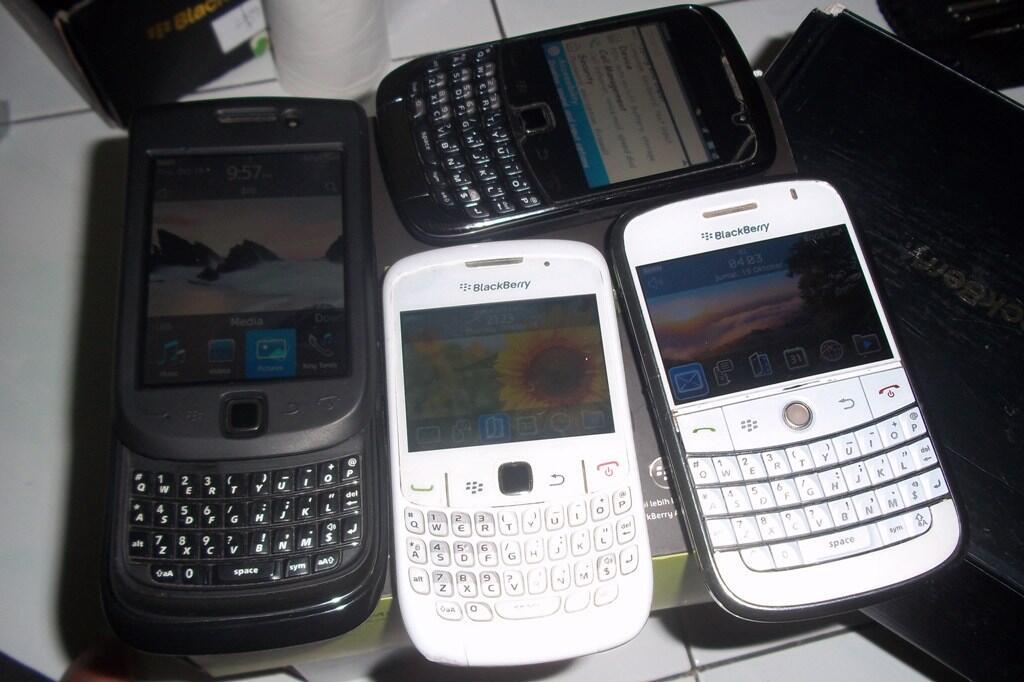 Borongan Blackberry Torch 9800 CTN Kepler 9300 TAM,SS Bold 9000 Hrga Bakul Jogjakarta