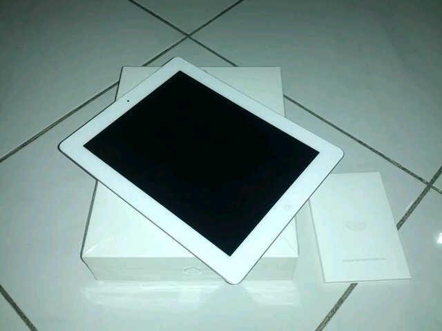 iPad 2 16 GB 3G WIFI - Mulus Murah Belum 1 Tahun