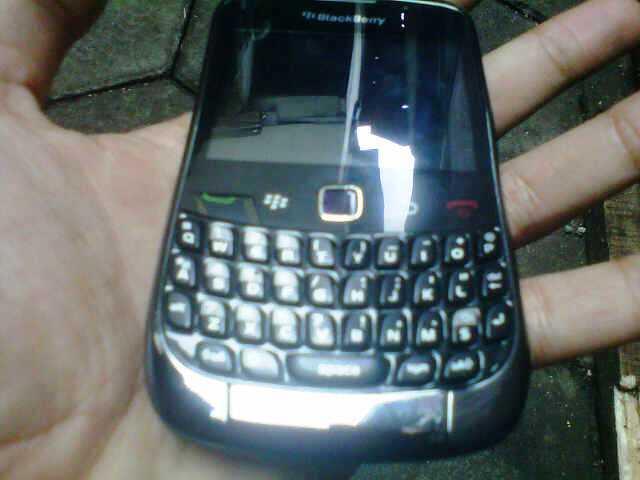 WTT Blackberry Curve 9300 Fullset < Android / BB [ Bandung ]