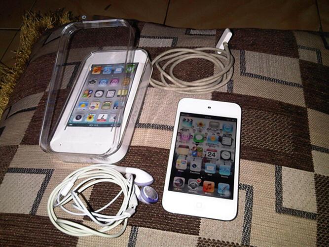 Jual ipod Touch 4th 32gb fullset