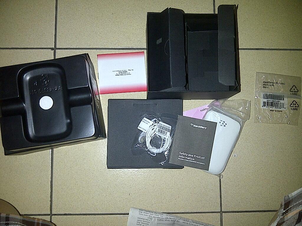 BLACKBERRY DAKOTA BOLD 9900 BARU 2 MINGGU!!