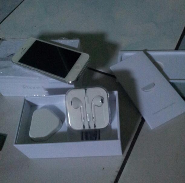 Dijual iphone 5 32 GB