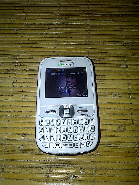 JUAL HANDPHONE CSL BLUEBERRY i6000 (Dual SIM, QWERT)