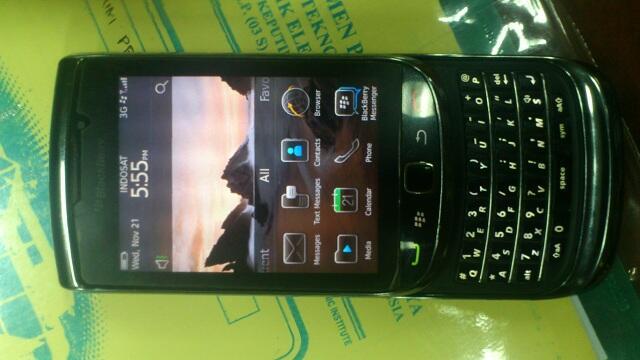 jual blackberry torch 9800 murmer fullset fisik 95%