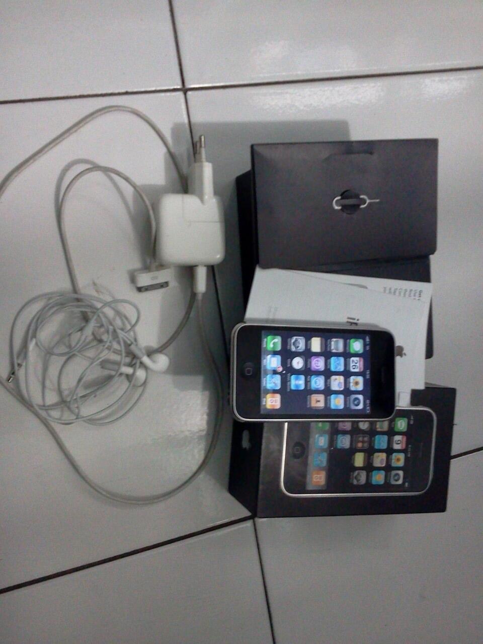 iPhone 3G 8Gb Black SU (Mulus en Lenkap)