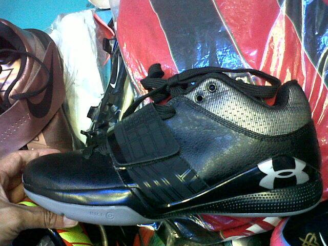 Terjual Sepatu Basket Under Armour KW Super  7d6dd2197b