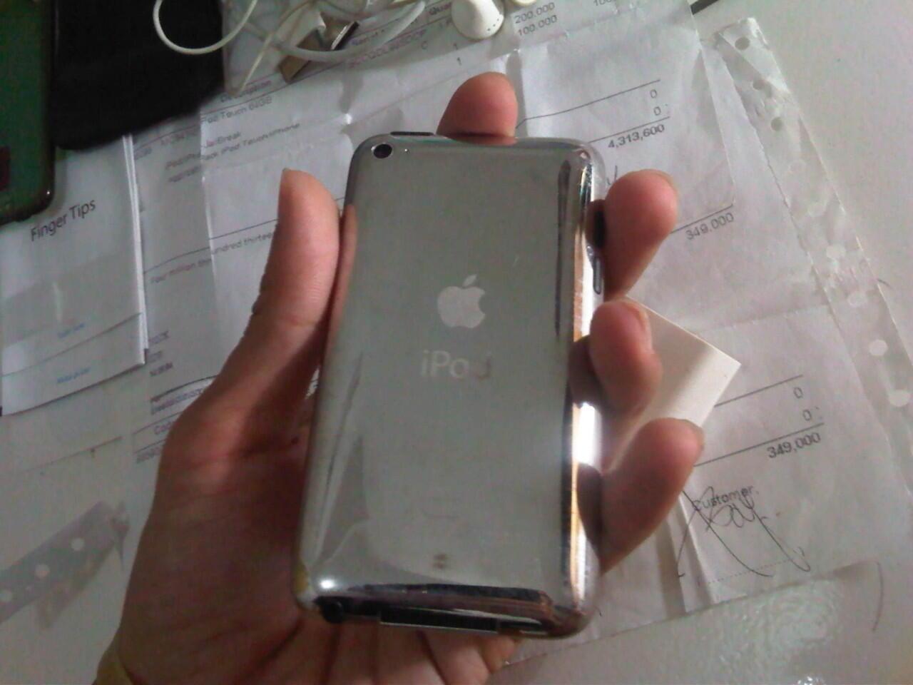 Jual Ipod Touch 4th gen 64GB + bonus banyak COD Surabaya