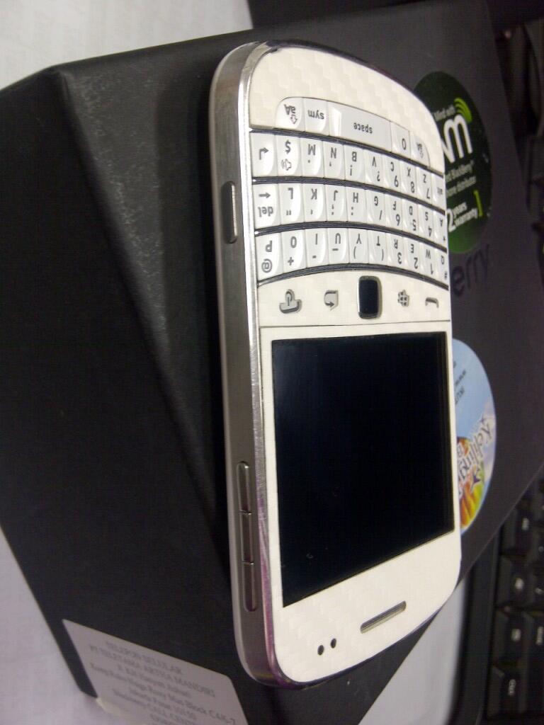 BLACKBERRY dakota 9900 white/putih,garansi tam panjang..muluuuuus gan.