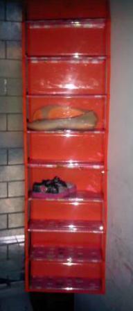 gantungan tempat sepatu