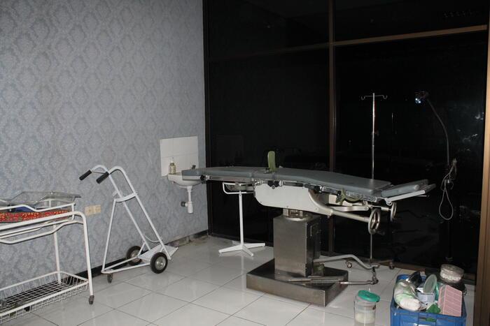 Ruko 2 unit beserta Klinik, Laboratorium dan apotik