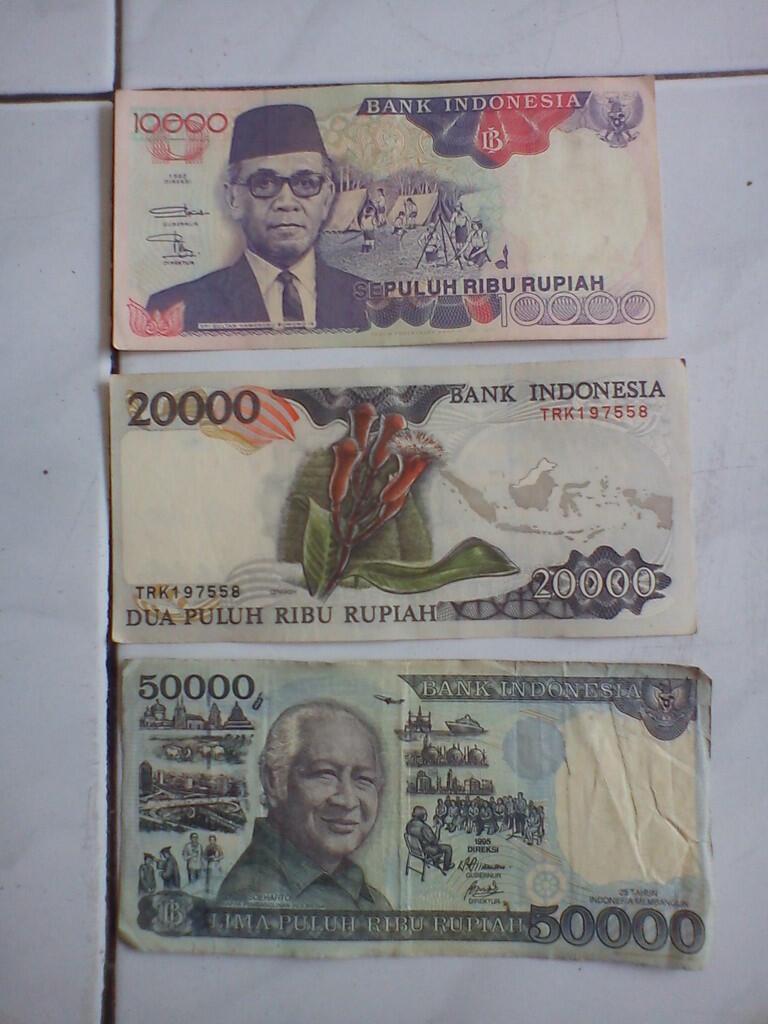 Uang kertas 10ribu, 20ribu, 50ribu
