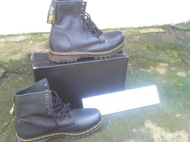 Sepatu boot Dr.Martens-Dokmart-Docmart-Safety Shoes Caterpillar   Caterboot 4a6973fb23