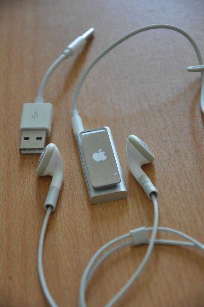 $$$$ iPod Shuffle 3rd Gen 2 GB langka dan futuristik, mulus bgttttt Net 400rb $$$$