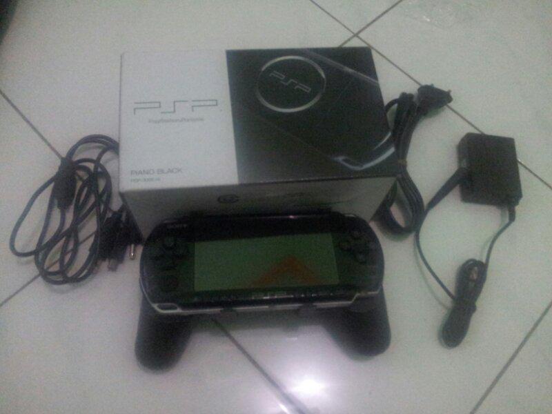 PSP 3006 Piano Black 2nd msh garansi 9 bulan + bonus handgrip + kable data