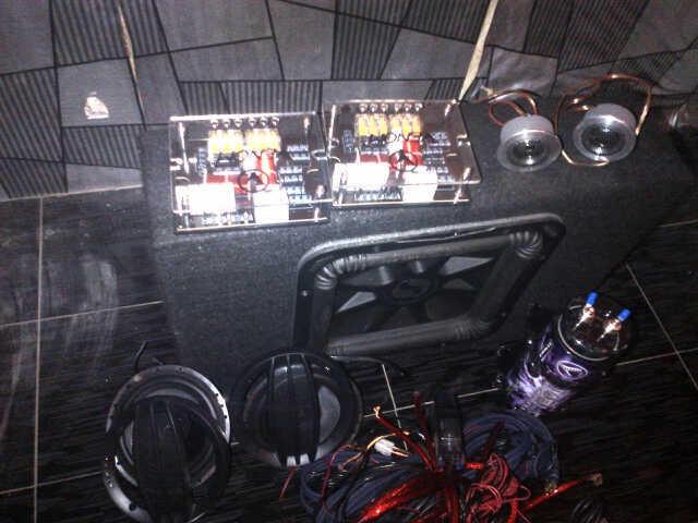 dijual full AUDIO VENOM dan speaker 12inci KICKER 90%masih sprt baru