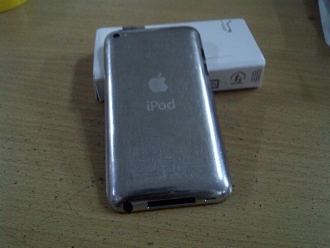 wts jual ipod touch/itouch 4gen 32gb white putih mulus cod oke rekber oke garansi