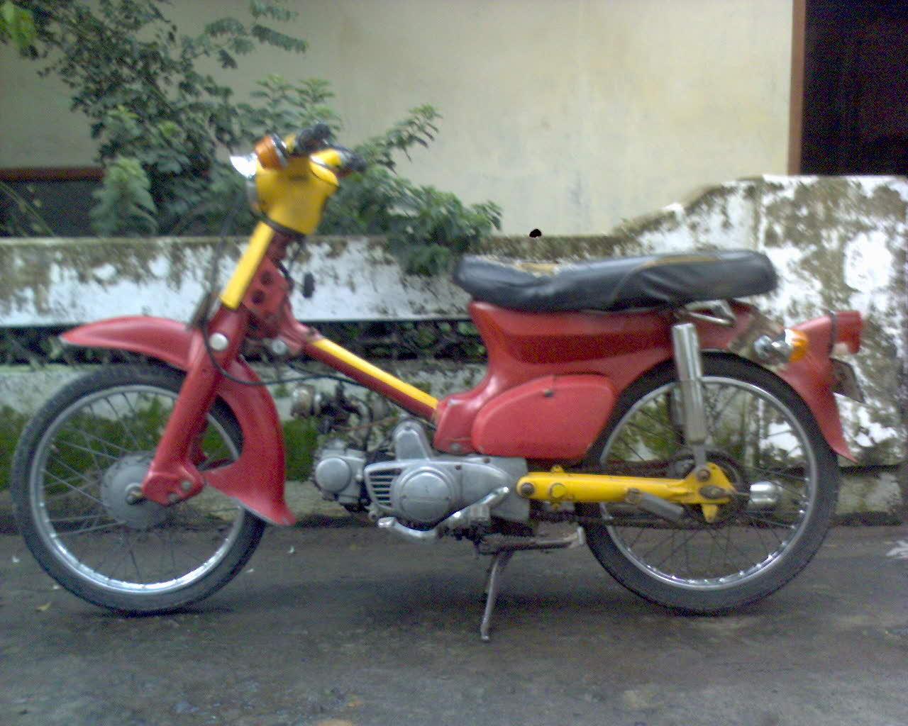 Honda C70 Pitung Merah Tahun 1975