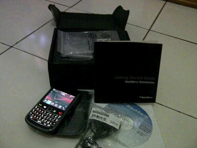 Blackberry Tour 2 / 9650, black, murah, Bandung.