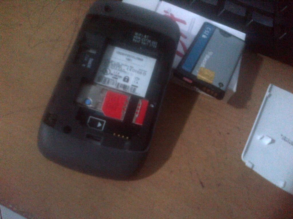 Blackberry BB Gemini 8520 Putih Ex. Garansi Selular Shop SS