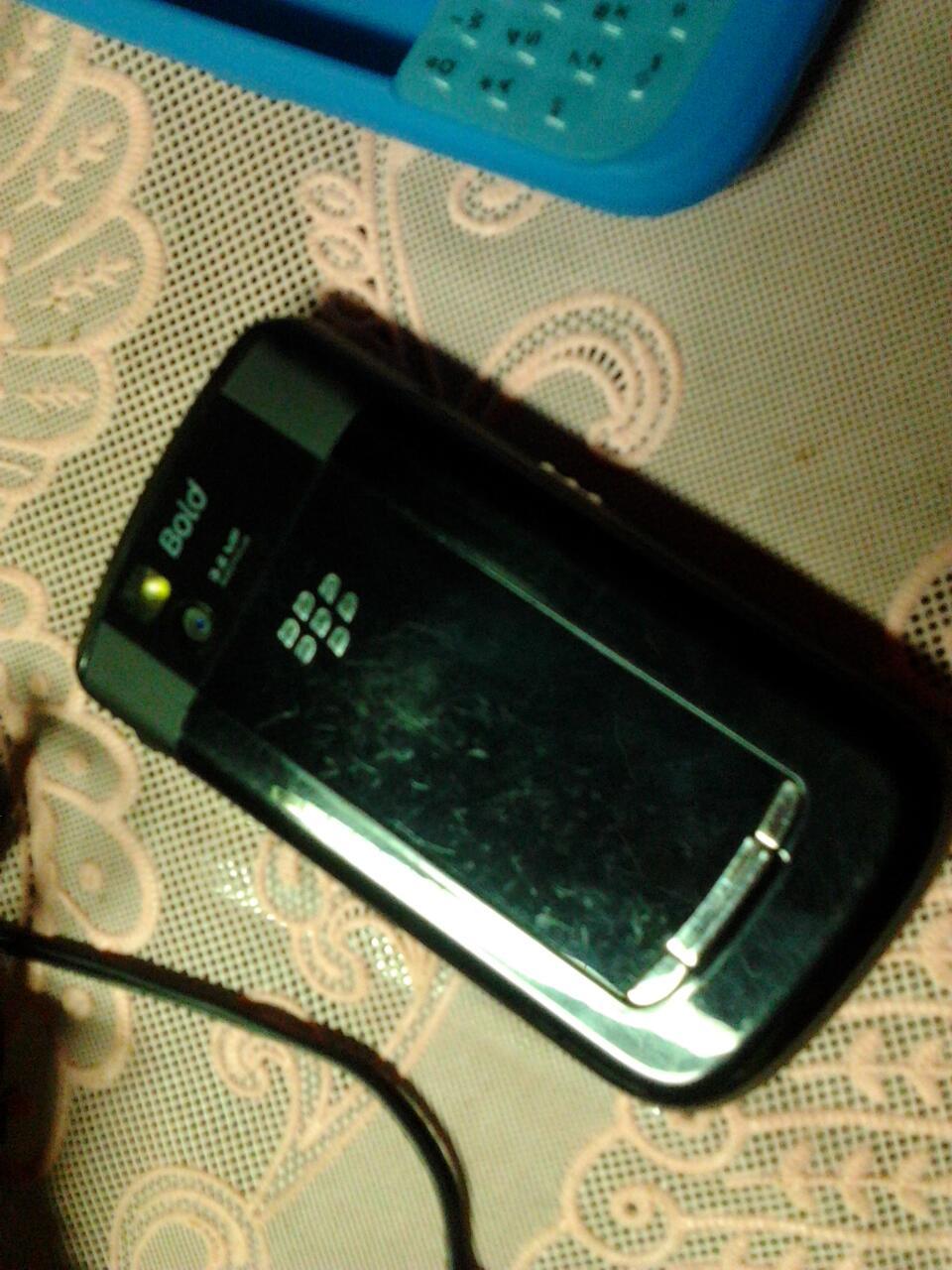 blackberry essex 9650 lengkap ex.garansi