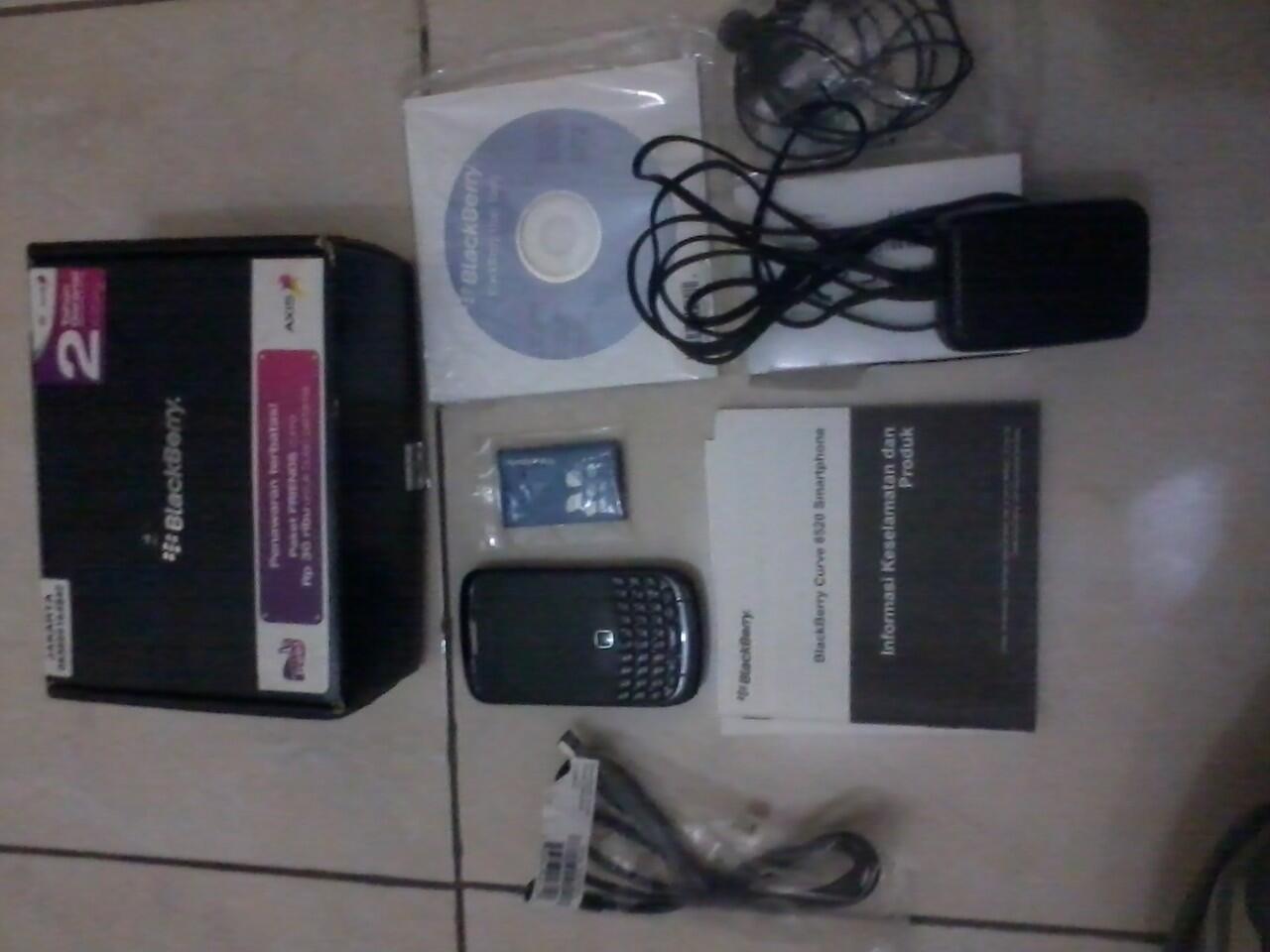 blackberry gemini 8520 bb gemini hitam mulus lengkap tangan pertama