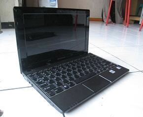 Netbook Lenovo S10-3 Second Black .. Murah, Meriah, Mulus Gan !!