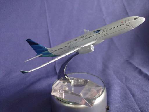 Hobby kesukaan koleksi toys replica Die Cast Metal besi pesawat GARUDA INDONESIA